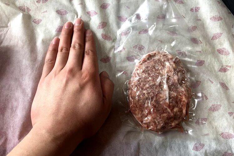 さがえ精肉のハンバーグの大きさ